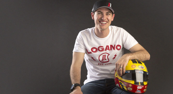 The 27-year old son of father Tom Logano and mother(?), 185 cm tall Joey Logano in 2017 photo